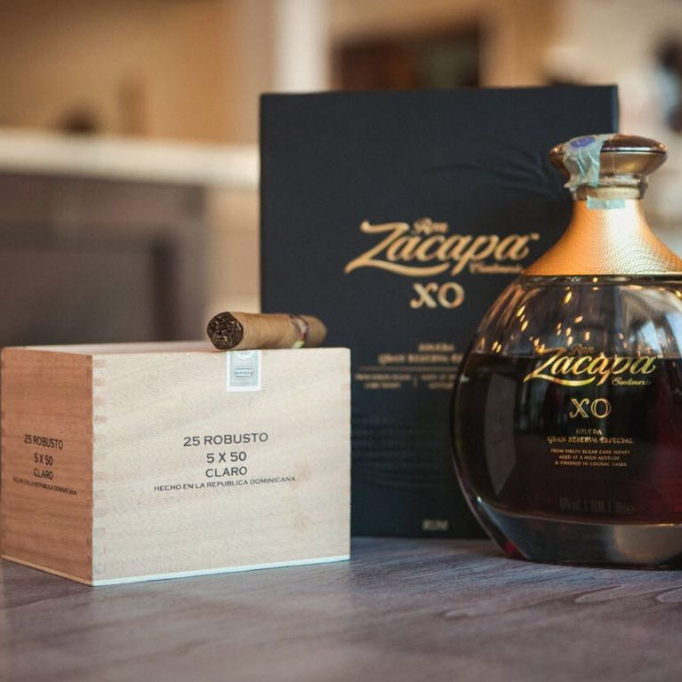 Vista rum e sigaro di prima qualità
